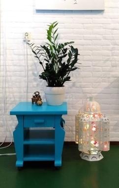 blauw tafeltje op wieltjes